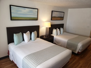 Deluxe Room w/ Two Queen Beds & Kitchenette Picture 1